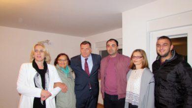Željka Cvijanivć i Milorad Dodik sa porodicom Mire Piljić