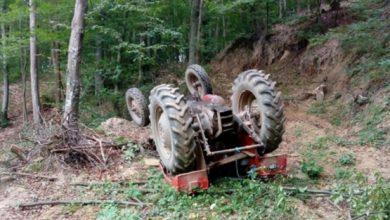 Prevrnuo se traktor, poginule baba i unuka