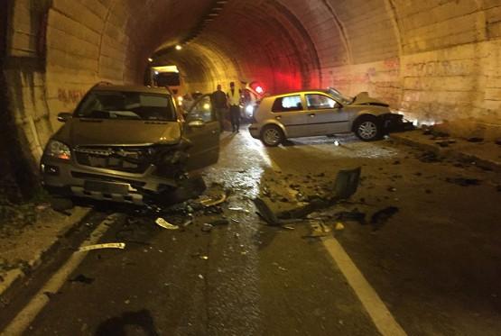 Saobraćajka u trebinjskom tunelu, vozila slupana, putnici dobro