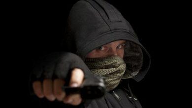 Maskirani i naoružani fizički napali supružnike, komšije pritekle u pomoć